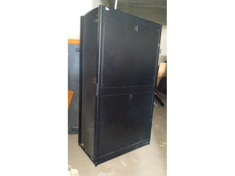 Серверный шкаф APC 42U