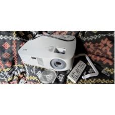 Яркий проектор NEC VT700 разрешение до FullHD