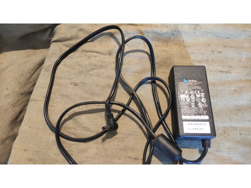 Блок питания VeriFone SM09001A 9V 4A